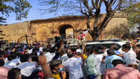 Sasikala supporters line up outside Bengaluru hospital