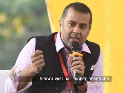 Twitter trolls Chetan Bhagat yet again but not for his books this time
