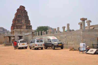 Rowdy Rathore violates Hampi heritage rules