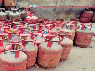 Couple sustains burns in suspected LPG leak