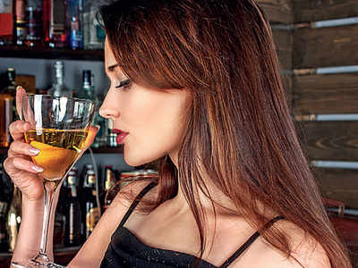 Young women more affected by alcohol use than men: Study