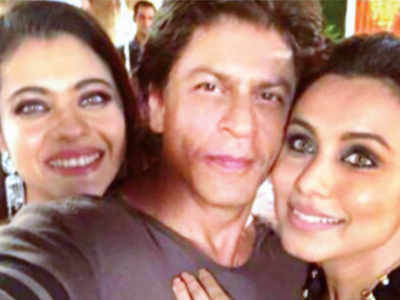Shah Rukh Khan shoots for Aanand L Rai's film with Sridevi, Karisma Kapoor, Kajol, Rani Mukerji and Alia Bhatt