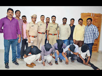 Yerwada cops nab 5 men who made away with Rs 29.24L