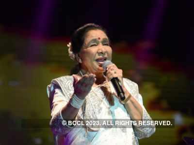 Happy birthday Asha tai: Lata Mangeshkar, Kajol and Rishi Kapoor wish Asha Bhosle as she turns 86