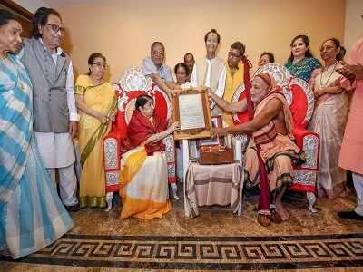 Lata Mangeshkar conferred with Swara Mauli award