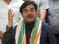 I always held Congress, Nehru-Gandhi family in high-esteem: Shatrughan Sinha