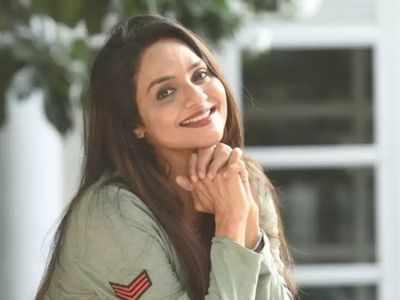 Madhoo Shah to play MGR's wife Janaki in Kangana Ranaut's Thalaivi