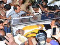 Karunanidhi last rites: Madras HC allows burial of DMK chief at Marina beach, rejects state govt plea