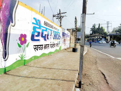 PMC clears flexes from Old Bazaar Chowk