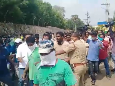 Vizag gas tragedy: Locals protest at LG Polymers, demand shifting of factory
