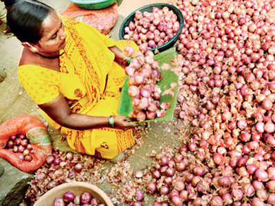 Income Tax officials inspect stocks of onion traders in state