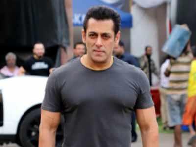 Salman Khan jokes Shah Rukh Khan made a film after his crush Kiran