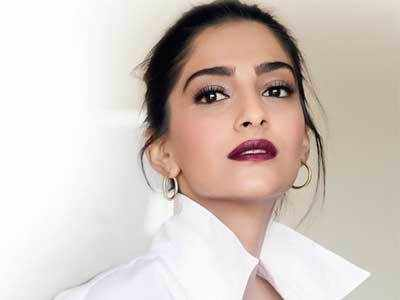 """Kareena Kapoor Khan deserves a team that waits for her,"" says Veere Di Wedding actor Sonam Kapoor Ahuja"