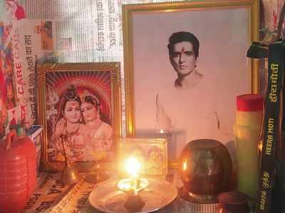 Fan worships Sonu Sood's picture; requests PM Modi to honour him with Bharat Ratna