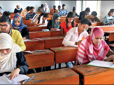 Students want assignments as exams