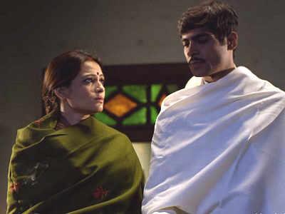 Hamne Gandhi Ko Maar Diya movie review: Naeem Siddiqui's directorial is a tedious ballad for Bapu