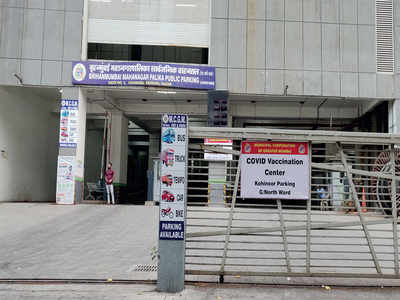 Drive-in vaccination facility in Dadar