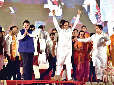CM, Thackeray flay Pawar in first rally