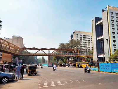 Women jumps off skywalk in Thane, dies