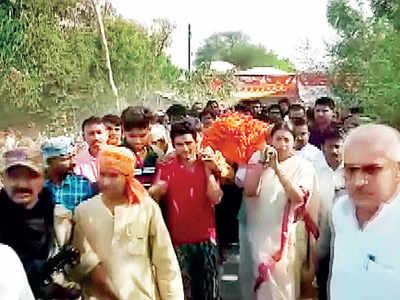 Aide shot dead in Amethi, Smriti Irani attacks Rahul