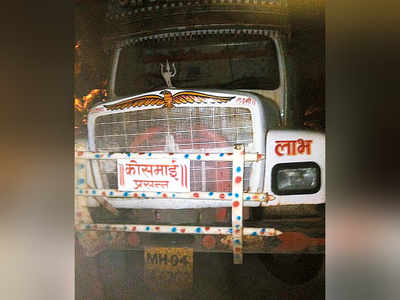 Truck carrying illegally mined sand tries to run over cops in Vasai, three charged with attempt to murder