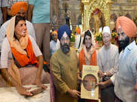Nikki Haley visits gurudwara in Delhi