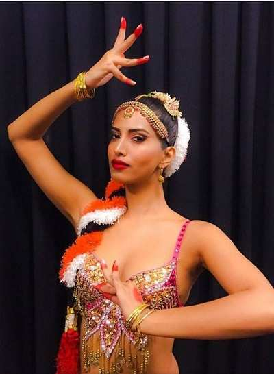 Manasvi wows with Belly Bharatnatyam moves