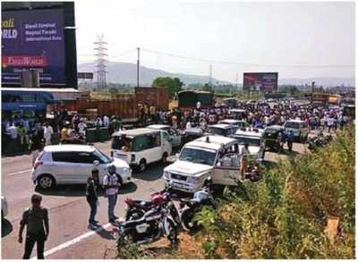 Sand miners block Mumbai-Ahmedabad highway