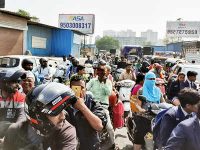 Traffic jam leaves Kondhwa in chaos