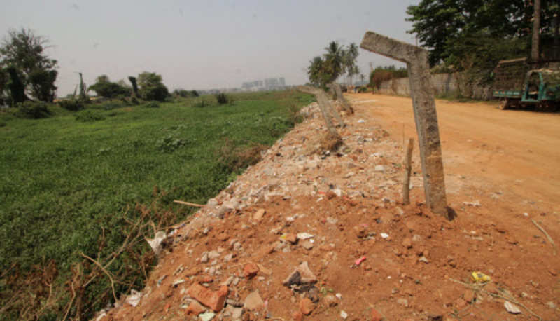 Farmers and residents stand for Varthur Lake