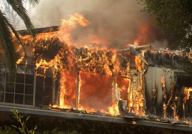 Camp Fire engulfs Malibu