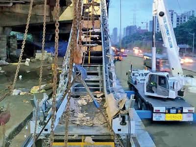 MMRDA starts installing escalators for Metro 7