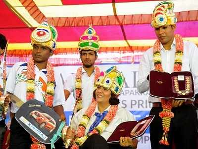 NRI businessman offers cash prize for Paralympics heroes Deepa Malik, Devendra Jhajharia, T Mariyappan, Varun Singh Bhati