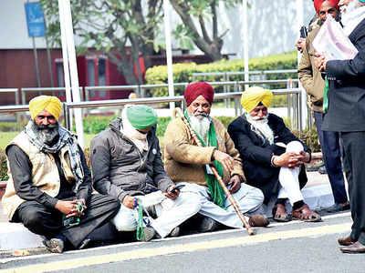 Govt-farmers talks hit block