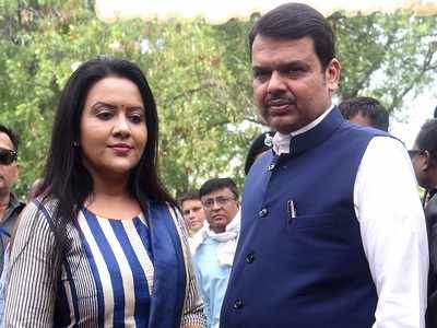 Amruta Fadnavis taunts Shiv Sena, thanks Devendra Fadnavis for taking Bihar to the right place