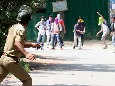 Kashmir: Cop injured as students clash with police at Srinagar, Magam