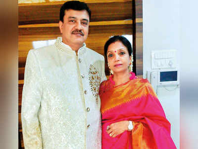 Depressed over financial distress in husband's printing business, 56-yr-old hangs self to death