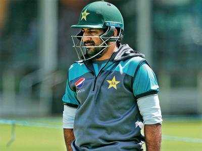 Sarfaraz Ahmed requests furious fans to stop abusing them over losing to India