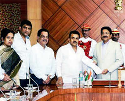 Congress demands probe into BJP govt's plan of installing LEDs in city