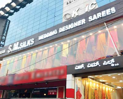 Showroom, headmistress and a poor salesman: All three cut a saree figure