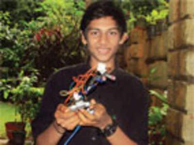 City lad builds India's smallest robotic arm