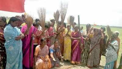 Water woes: Women hurl abuses at Karnataka govt
