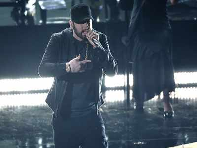 Eminem gives surprise performance at the Oscars