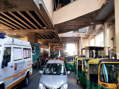 Too many vehicles outside Yeshwanthpur Metro station