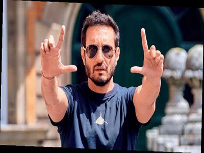 Homi Adajania on why Kareena Kapoor and Dimple Kapadia's relationship in Angrezi Medium is important to Irrfan Khan-Radhika Madan's father-daughter story