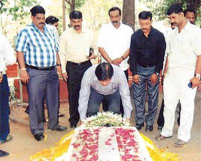 After Marathi pride, MNS fights for Brit architect's honour