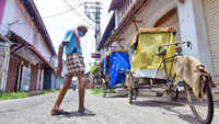 Kochi: 90-year-old Hameed and his cycle rickshaw wait for tourists