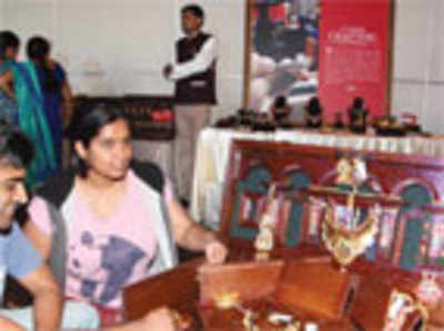 Top city jeweller hosts dowry trunk festival with an 'i' on sales