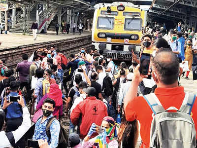 With no buses, angry Nallasopara commuters block railway tracks