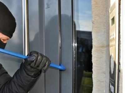 Burglar's Chembur house burgled